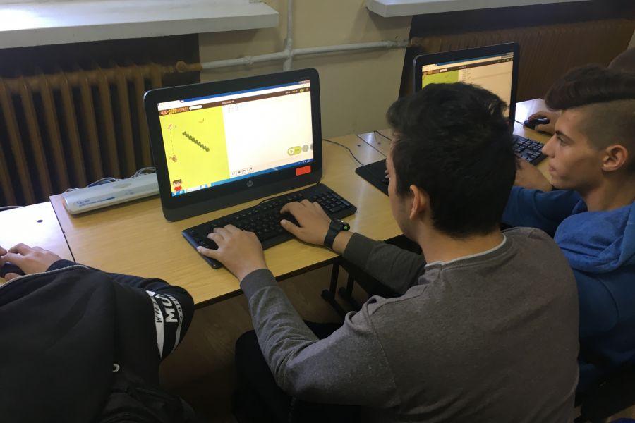 Над 800 ученици от цялата страна програмират своя успех